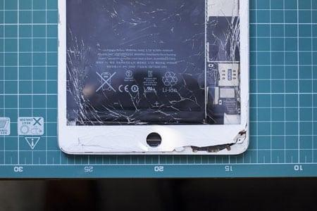 Треснуло стекло на ipad. Возможна ли замена?